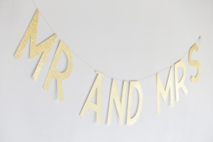 Planning a wedding in France: Mr and Mrs wedding sign