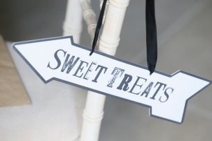 Sweet treats wedding sign pointing left - planning a wedding in France