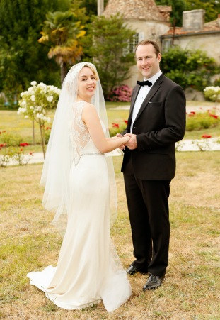 Bride and groom at a wedding in Chateau de Puyrigaud, Bridal veil and wedding dress from Folkster Theia by Don O'Neill